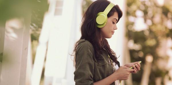 h.ear_on_Walkman_Y_Lifestyle-Large